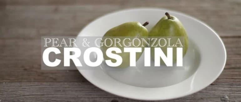 Crostini su kriauše, gorgonzola sūriu ir medumi