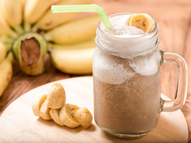 Bananų smuzi su baltymais