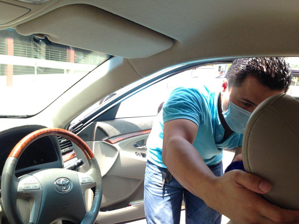 Automobilio salono paviršiaus valymas nuo pelėsio