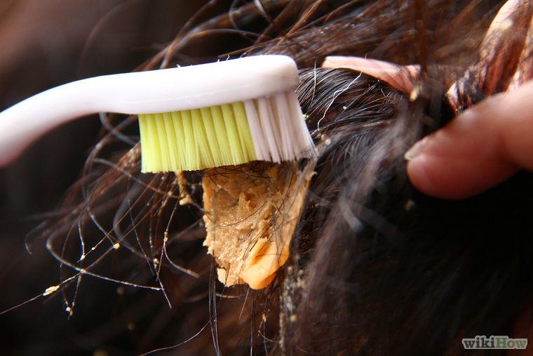 Kramtomosios gumos pašalinimas iš plaukų su žemės riešutų sviesto pagalba