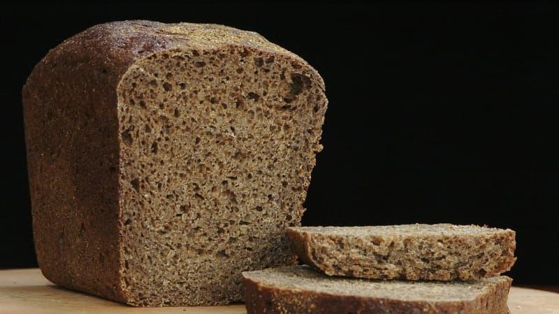 Naminis pilingas riebiai galvos odai iš ruginės duonos