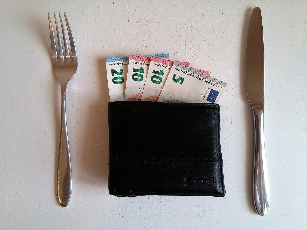 Kaip taupyti per atostogas ir keliaujant